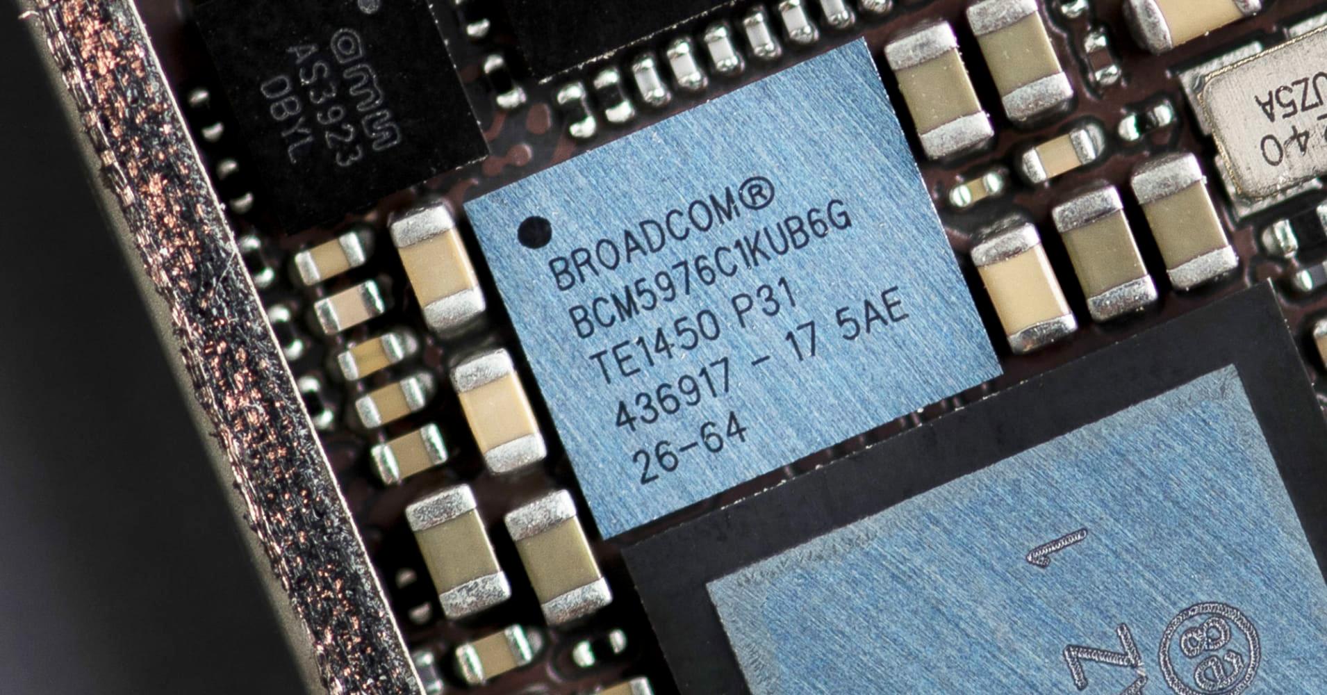 https://www.macfreak.nl/modules/news/images/zArt.BroadcomChip.jpg